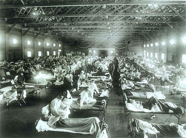 Tentara terserang Flue Spanyol, dirawat di Camp Funston, Kansas, 1920